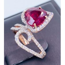 แหวนทับทิมประดับเพชร