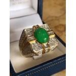 แหวนหยกพม่าสีเขียวล้อมเพชร
