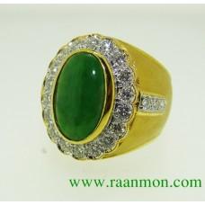 แหวนหยกพม่าผู้ชายล้อมเพชร